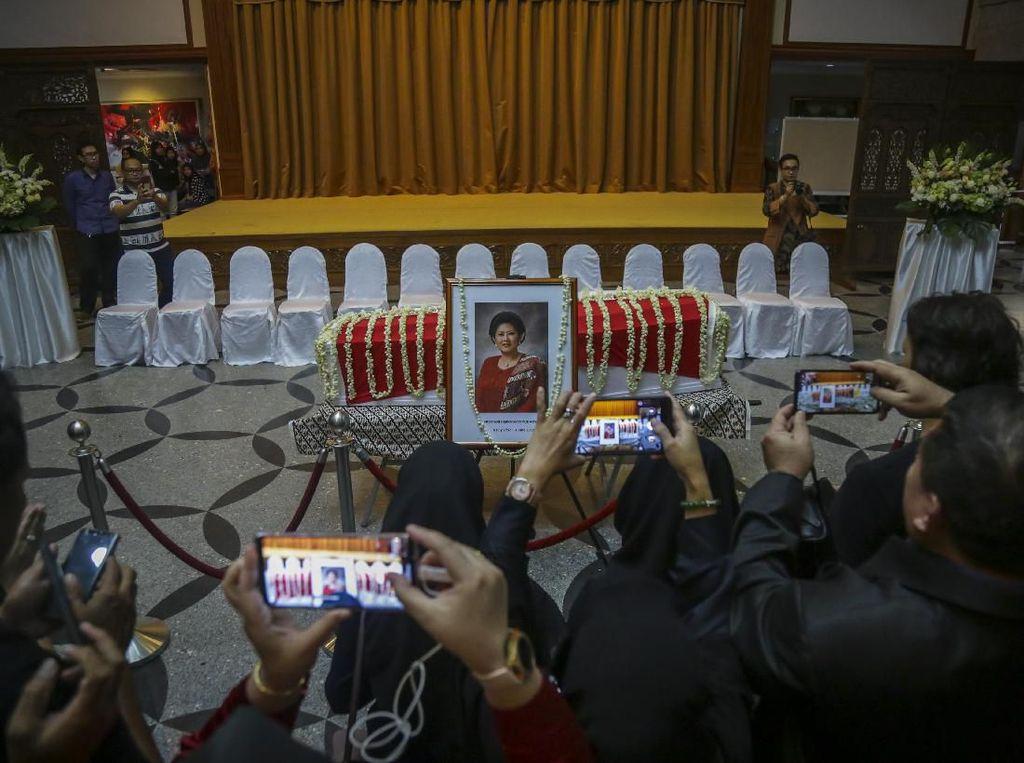 Ani Yudhoyono Wafat, Luhut, Sri Mulyani hingga Pengusaha Berduka
