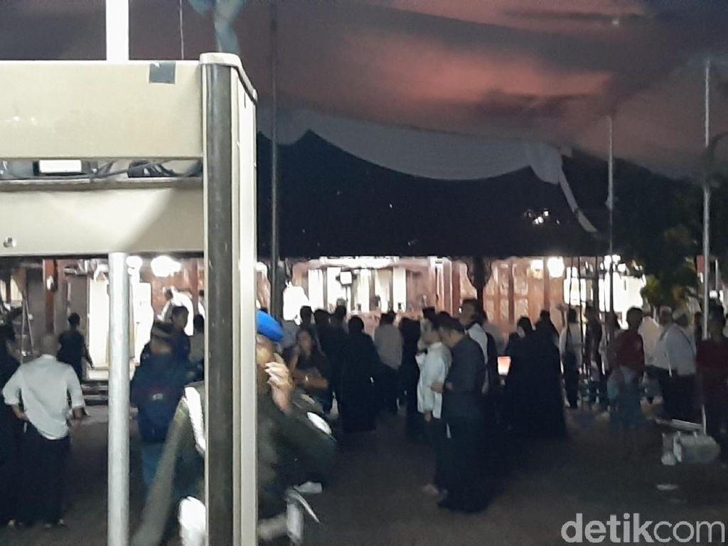 Tunggu Kedatangan Jenazah Ani Yudhoyono, Kerabat Salat Tarawih di Cikeas