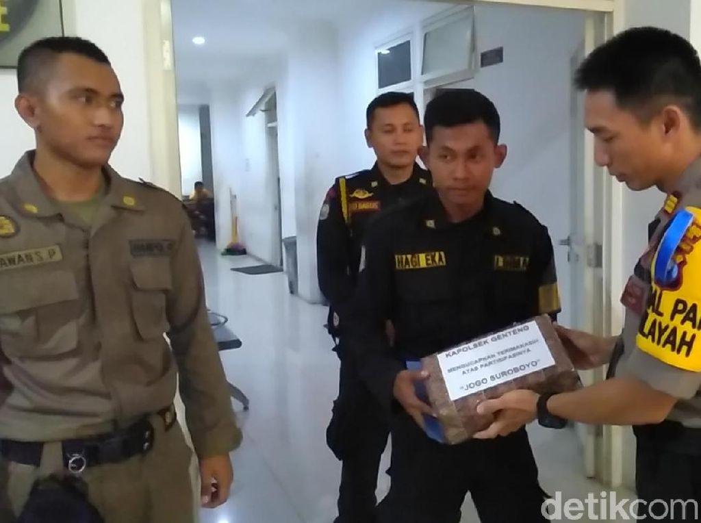 Sukses Tangkap Jambret, Anggota Linmas Pemkot Surabaya Diganjar Penghargaan