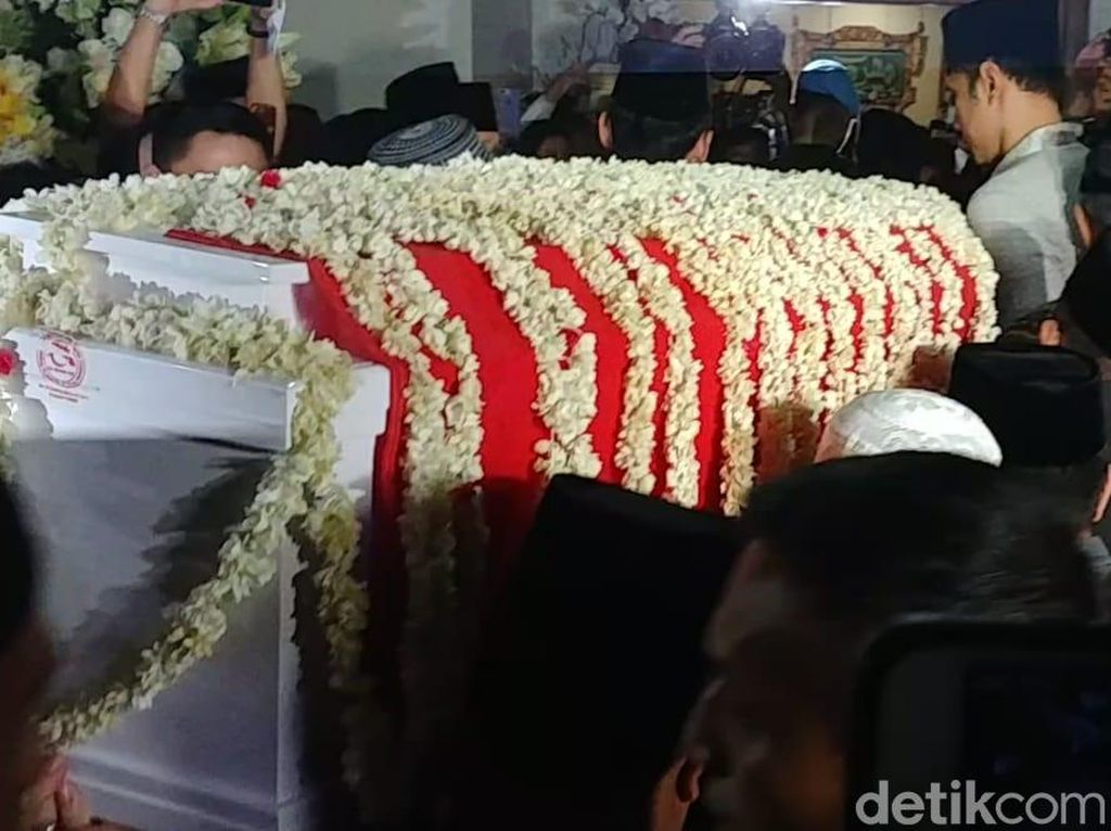 Jokowi dan Habibie Sambut Jenazah Ani Yudhoyono di Cikeas