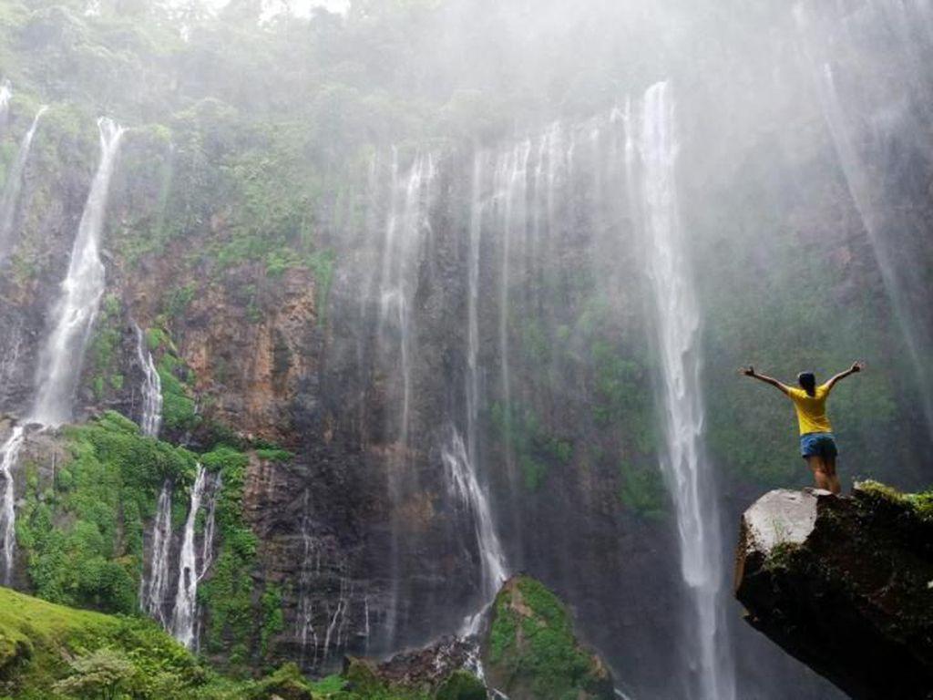 Siapa yang Terhipnotis Air Terjun Kebanggaan Pulau Jawa Ini?