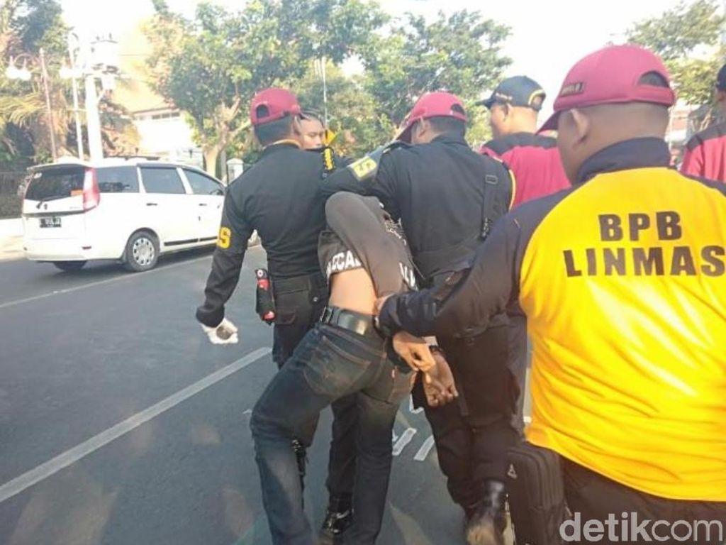 Jaga Upacara Hari Lahir Pancasila, Linmas dan Satpol PP Tangkap Jambret