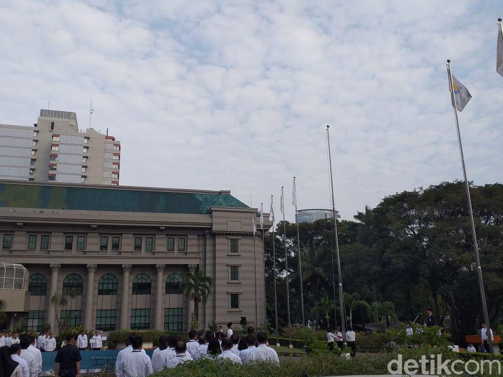Tanpa Rini Soemarno, Pegawai Kementerian BUMN Upacara Hari Pancasila