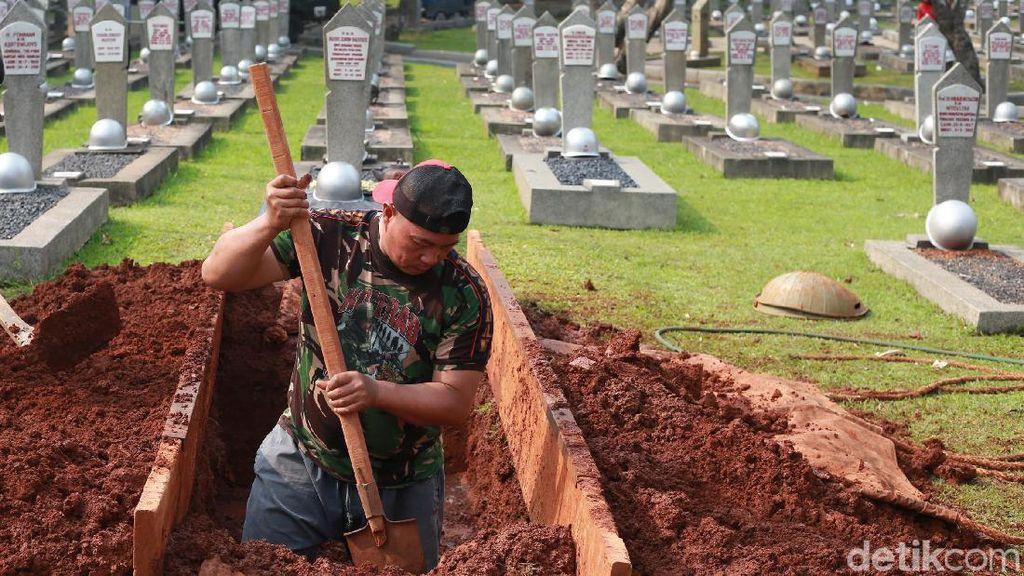 Makam untuk Jenazah Ani Yudhoyono Tengah Digali