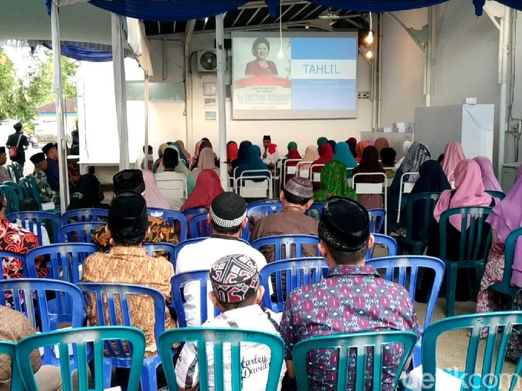 Warga Pacitan Tahlilan Doakan Ani Yudhoyono