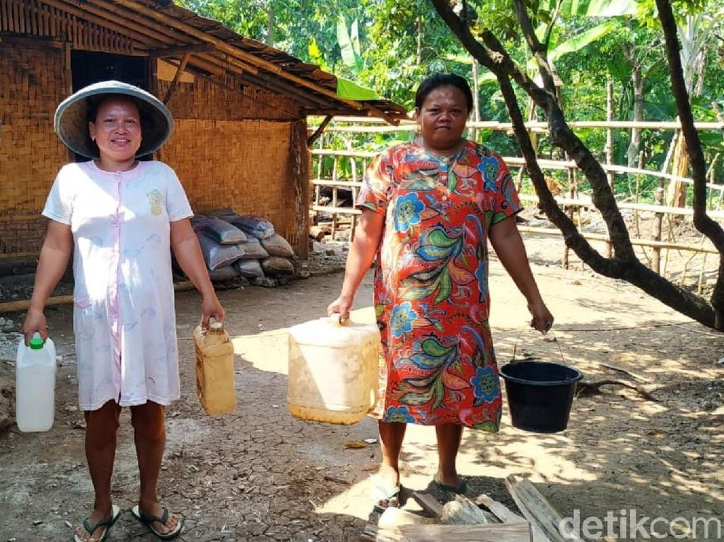 Puluhan Tahun Warga Pasir Baru Sukabumi Kesulitan Air Bersih