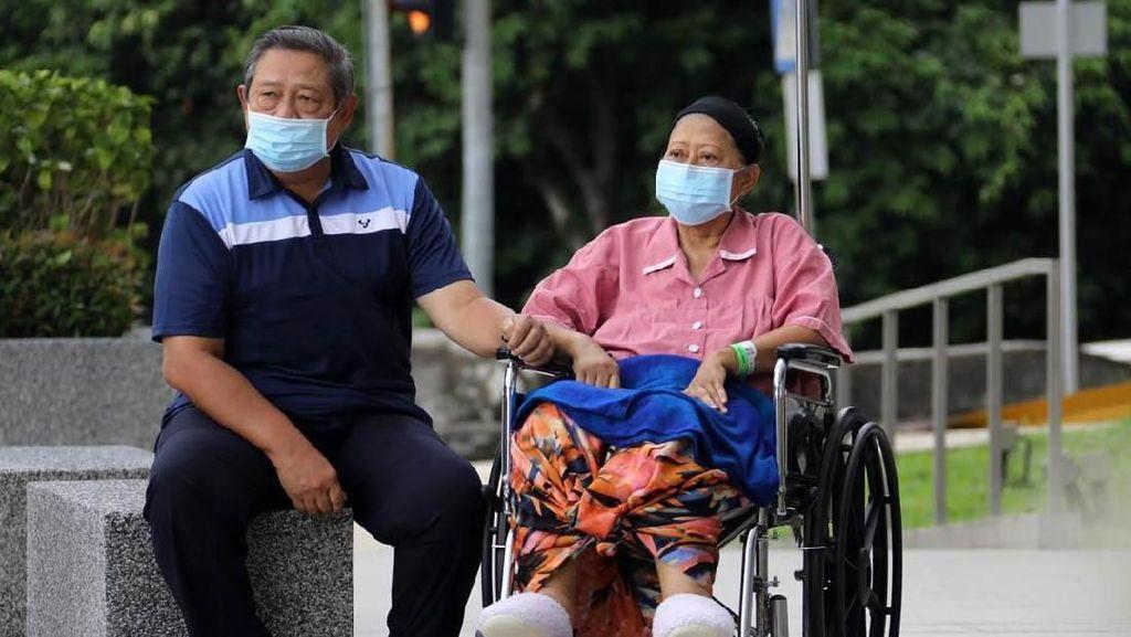 Ani Yudhoyono Meninggal Dunia, Ini Momen SBY Dampingi Bu Ani saat Dirawat
