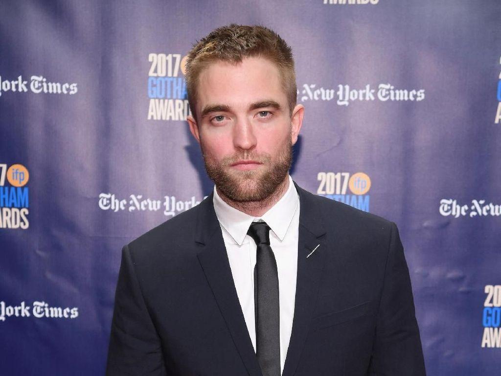 Resmi Perankan Karakter Batman, Ini Momen Kulineran Seru Robert Pattinson