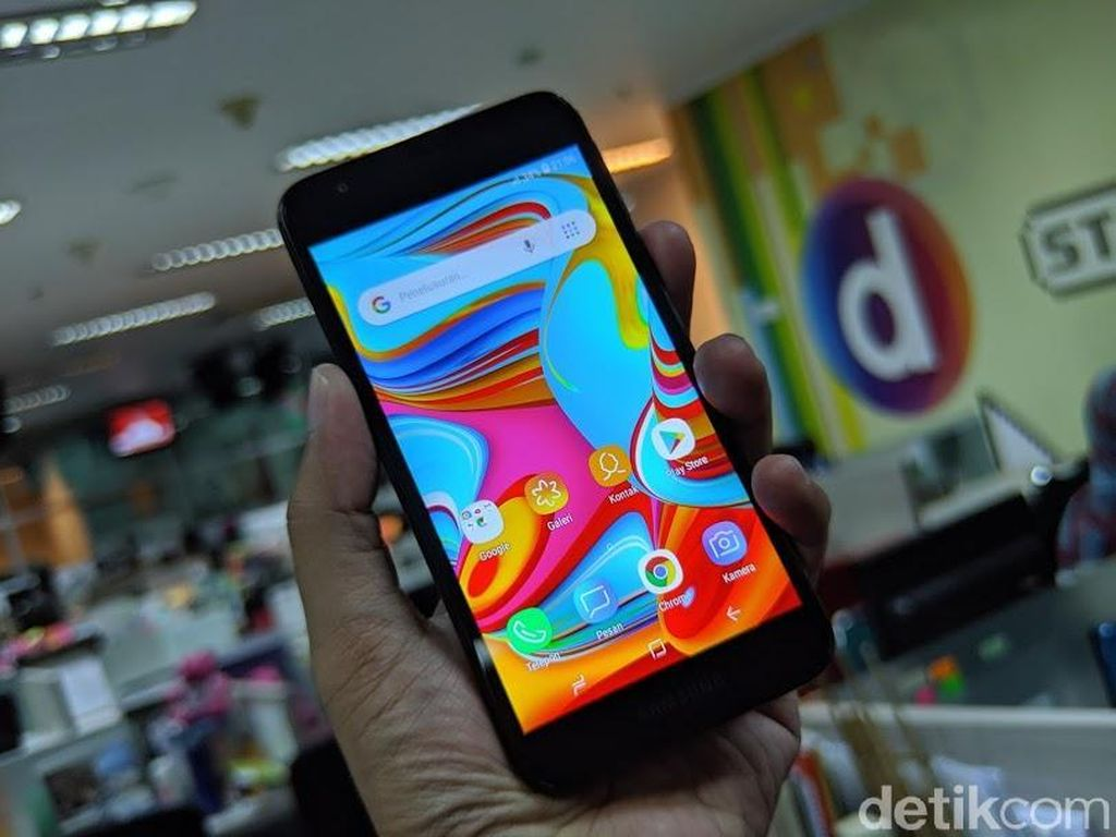Menggenggam Galaxy A2 Core, Ponsel Android Go Rp 1 Jutaan