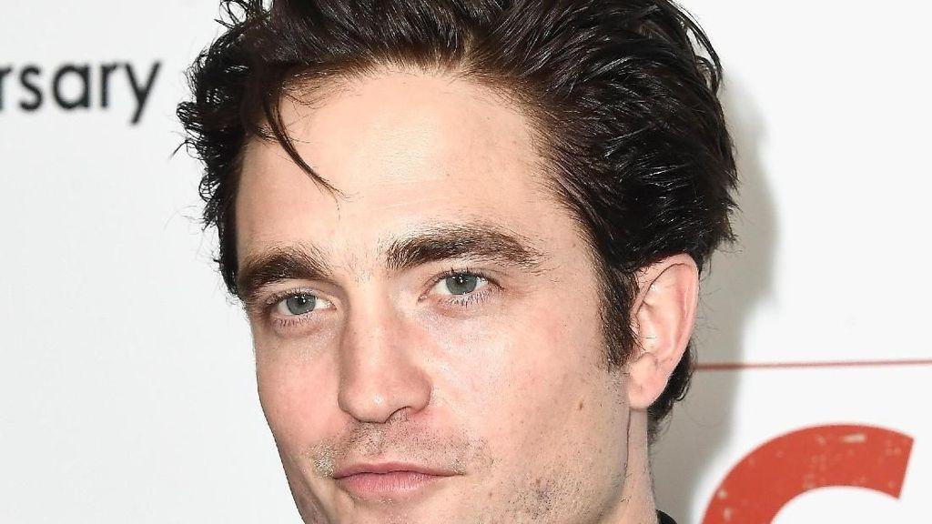 Resmi Jadi Batman, Intip Gaya-gaya Robert Pattinson yang Mirip Bruce Wayne