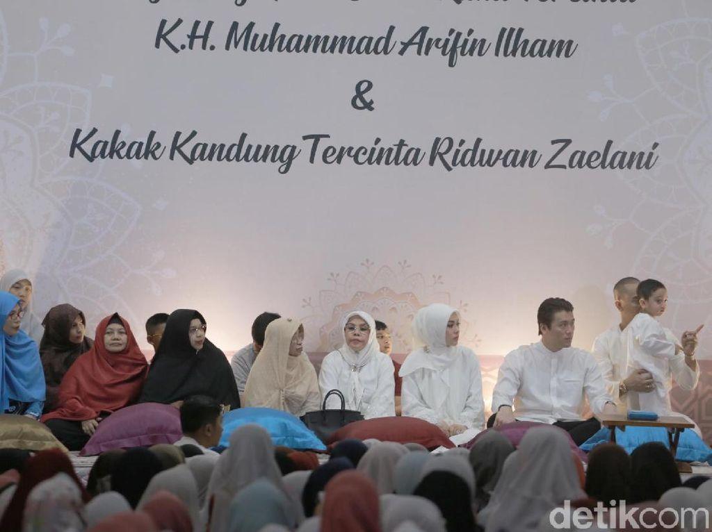 Reino Barack Jawaban dari Doa Syahrini dan Ustaz Arifin Ilham Tahun Lalu