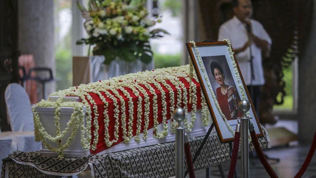 Jenazah Ani Yudhoyono Disemayamkan di KBRI