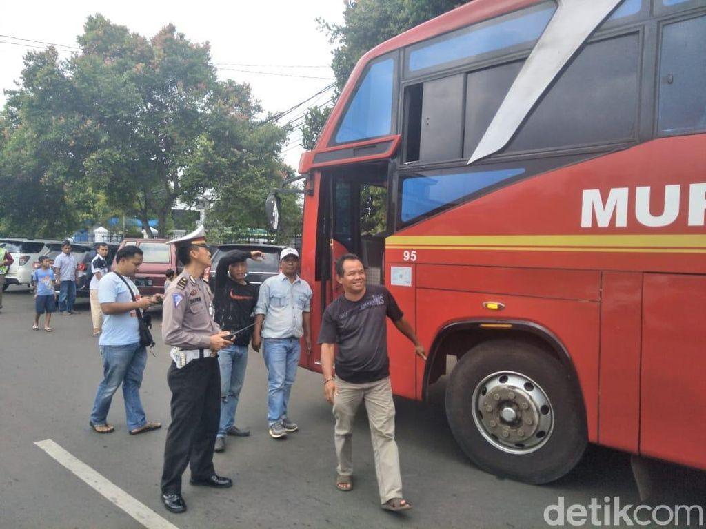 Polisi Sita Duit Rp 680 Ribu dari Sopir-Kondektur Bus Murni Jaya Pandeglang