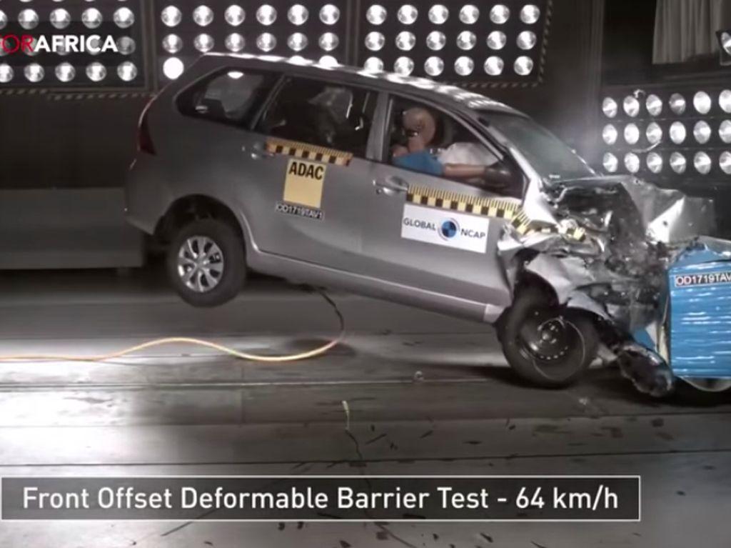 Toyota Avanza Dites Tabrak, Apa Hasilnya?