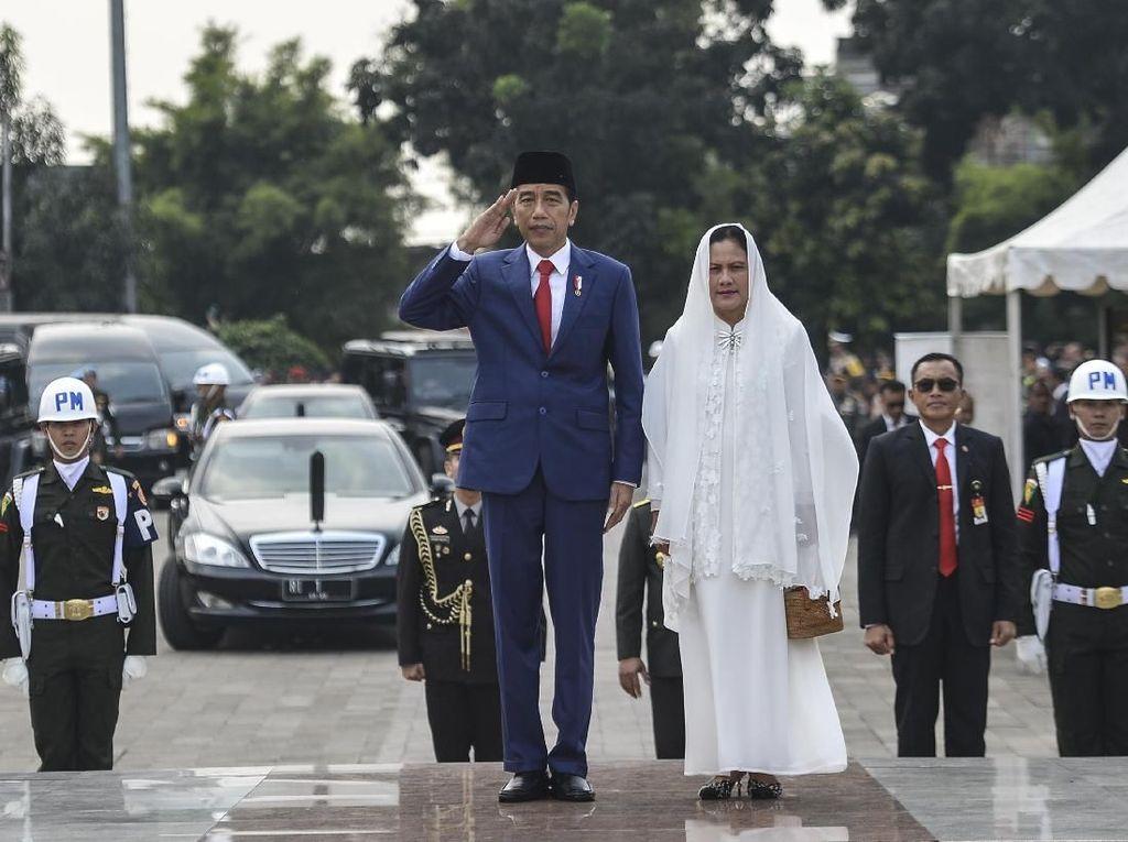 Jokowi Lepas Bu Ani: Flamboyan Telah Pergi Namun Tetap di Hati