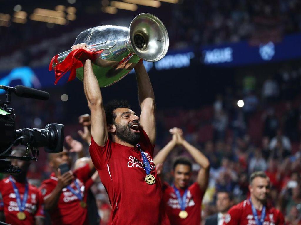 Menang Liga Champions, Salah Tidak Lagi Tiduran di Lantai Pesawat