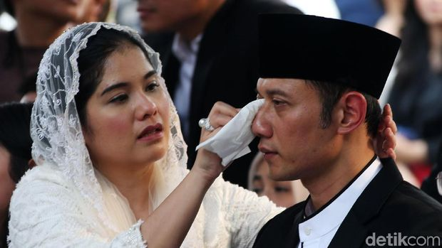 Agus Yudhoyono saat pemakaman Ani Yudhoyono
