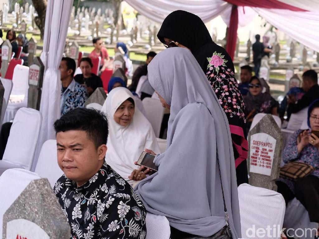 Ani Yudhoyono Dimakamkan Sore Ini, Warga Mulai Berdatangan ke TMP Kalibata