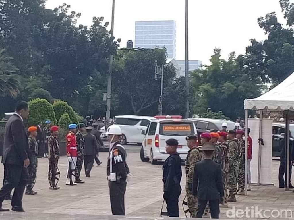 Jenazah Ani Yudhoyono Tiba di TMP Kalibata