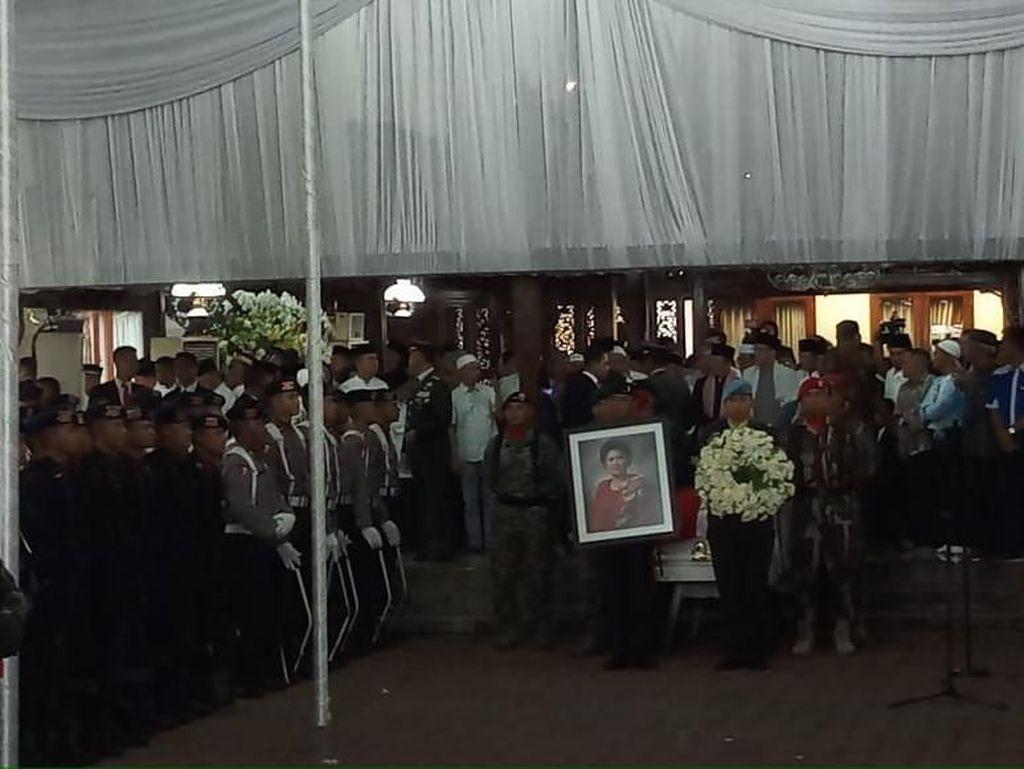 Ibas Serahkan Jenazah Ani Yudhoyono ke Pemerintah untuk Dimakamkan