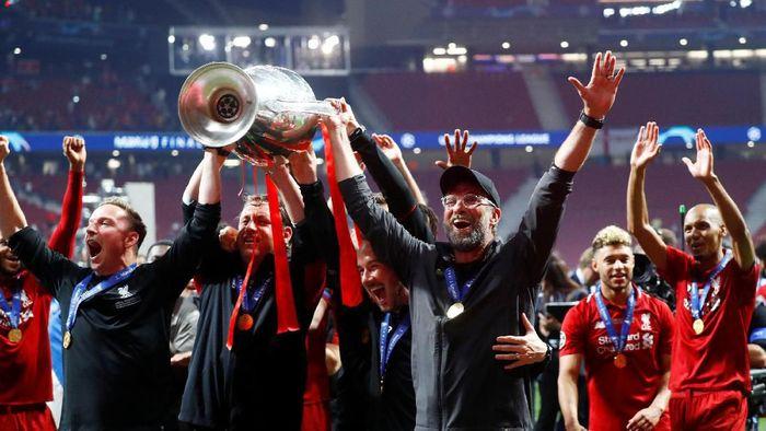 Juergen Klopp usai mengantarkan Liverpool juara Liga Champions. (Foto: Kai Paffebanch/REUTERS)
