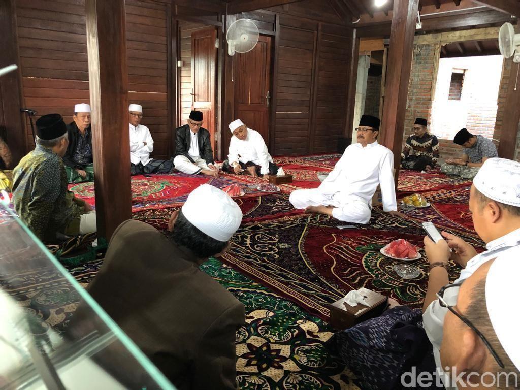 Kiai Sepuh se Jatim Siap Jadi Tuan Rumah Pertemuan Jokowi-Prabowo