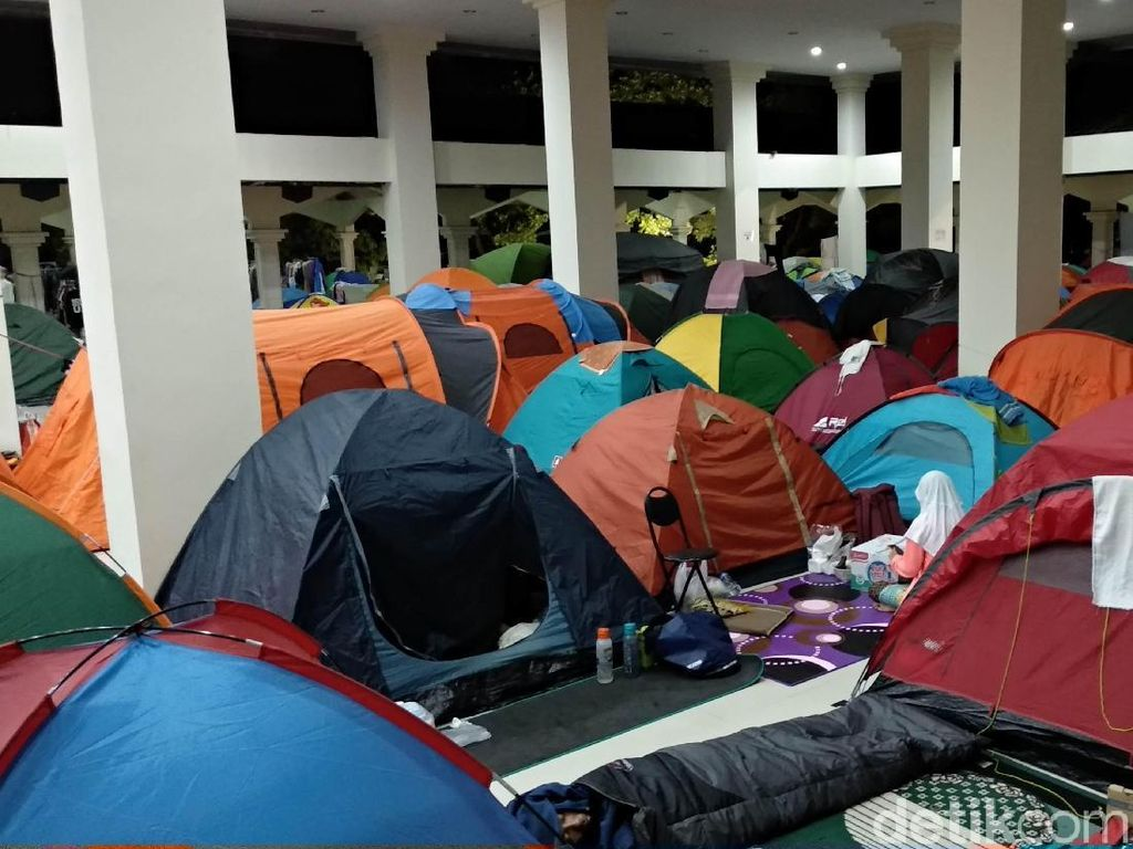 Ratusan Tenda Iktikaf di 10 Hari Terakhir Ramadhan