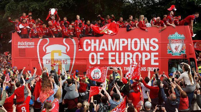 Penampakan bus yang mengarak Liverpool merayakan juara Liga Champions keliling kota. (Foto: Craig Brough/Action Images via Reuters)
