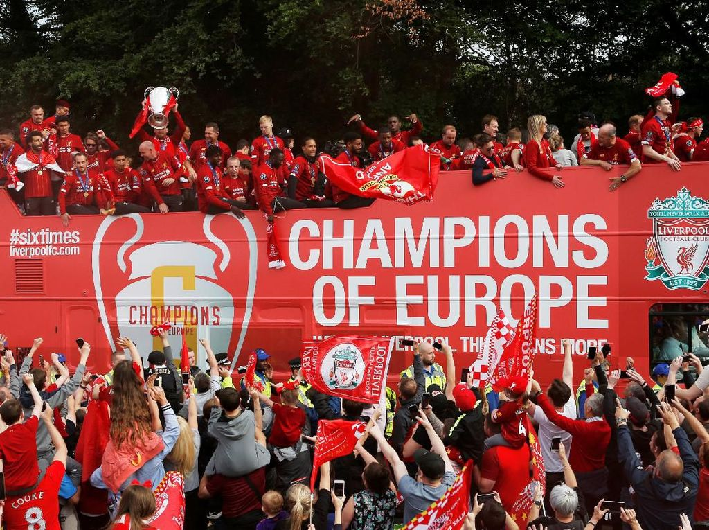 Alisson Kecup Van Dijk Hingga Tingkah Konyol Klopp di Pesta Liverpool