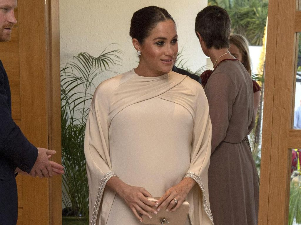 Inspirasi Pakai Kaftan untuk Lebaran dari Meghan Markle Sampai Putri Arab