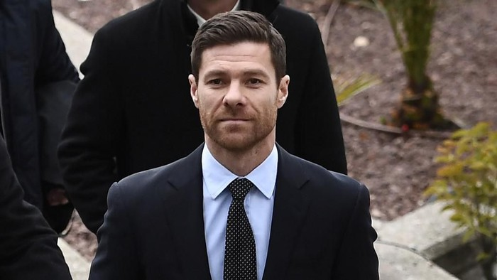 Spains retired midfielder Xabi Alonso arrives to attend a court hearing for tax evasion in Madrid on January 22, 2019. (Photo by PIERRE-PHILIPPE MARCOU / AFP)