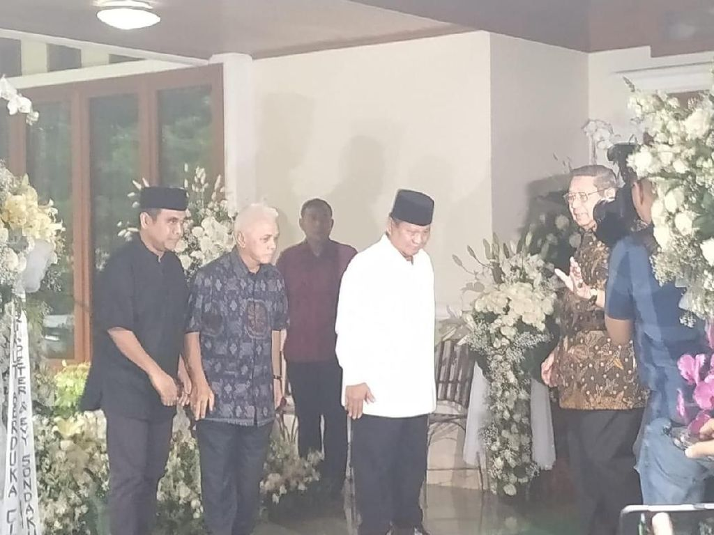 Prabowo Tiba di Kediaman SBY untuk Takziah