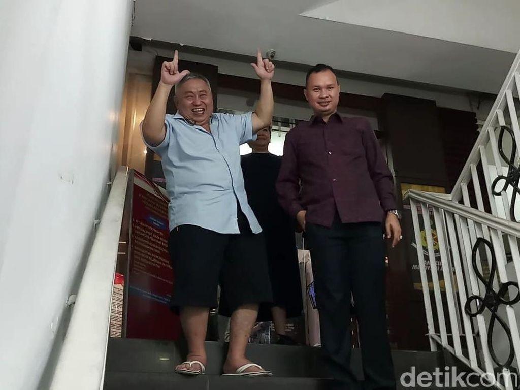 Pose 2 Jari Keluar Tahanan Polda, Lieus Sungkharisma: Yes, Saya Happy