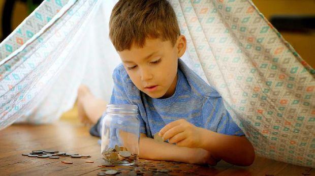 Cara tepat mengajarkan anak pentingnya nilai uang/