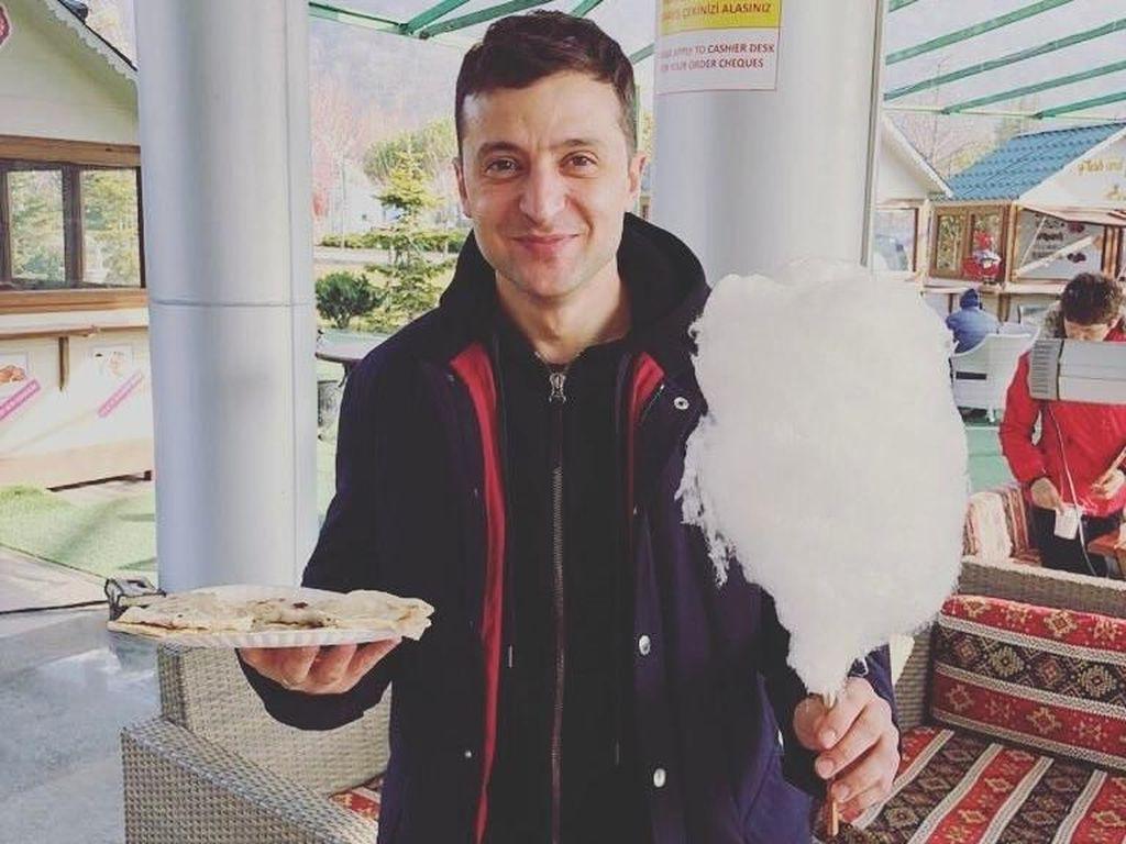 Gaya Seru Kulineran Volodymyr Zelensky, Aktor Tampan yang Jadi Presiden Ukraina