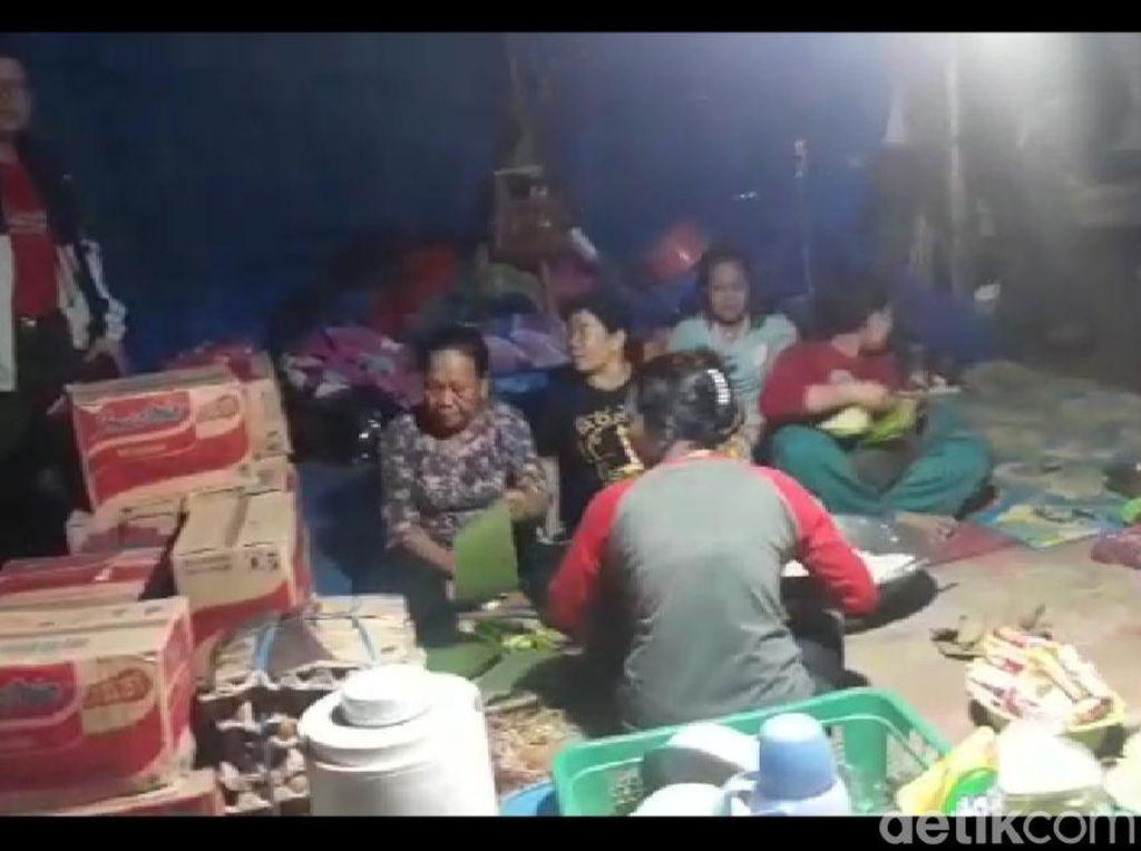 Banjir di Konawe Utara, Warga Rayakan Malam Lebaran di Tenda Pengungsian