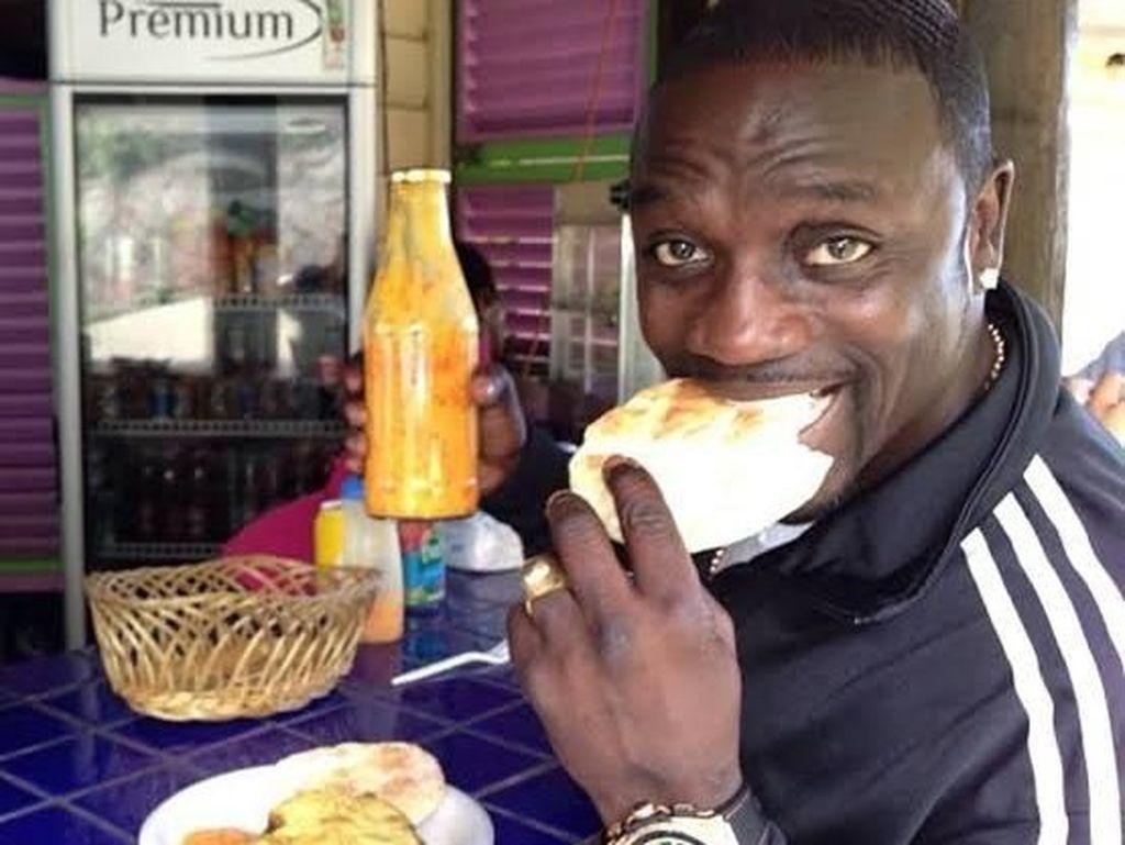 Gaya Makan Keren Seleb Dunia Rayakan Lebaran, Dari Mike Tyson hingga Akon