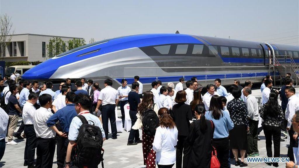 Wus! Kereta Super Cepat Buatan China Ini Bisa Melaju 600 Km/Jam!