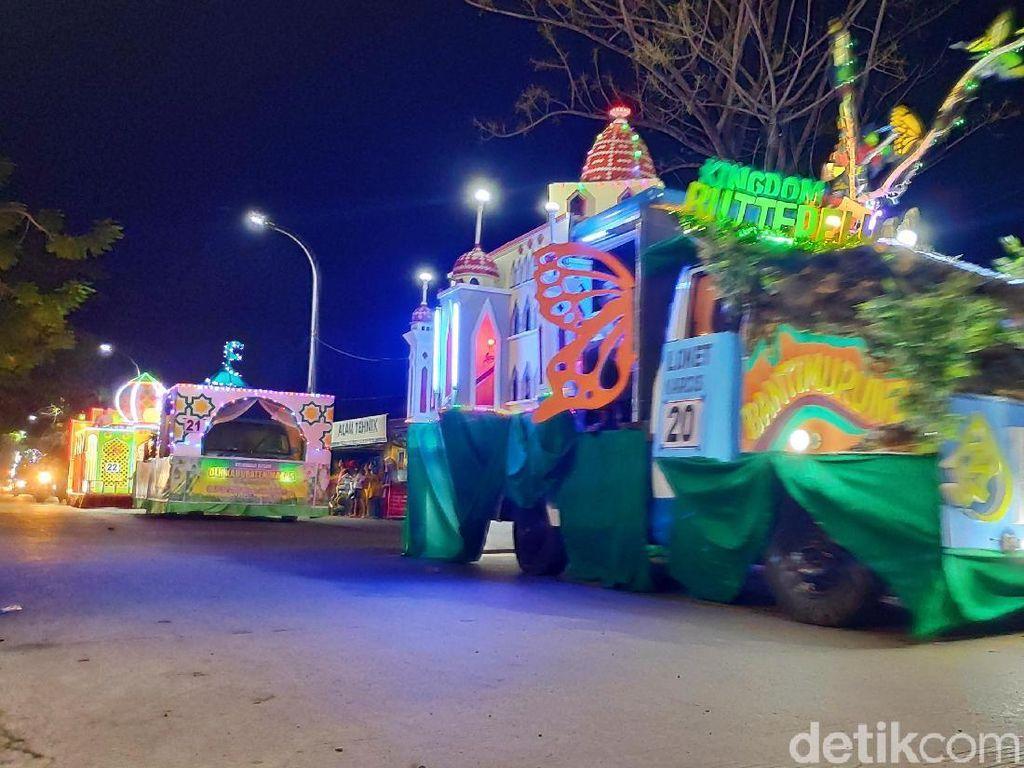Becak dan Kendaraan Hias Ramaikan Malam Takbiran di Sulsel