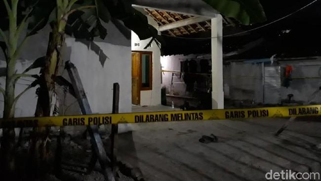 Rumah Pelaku Ledakan Pospol Kartasura Digeledah dan Dijaga Ketat Polisi