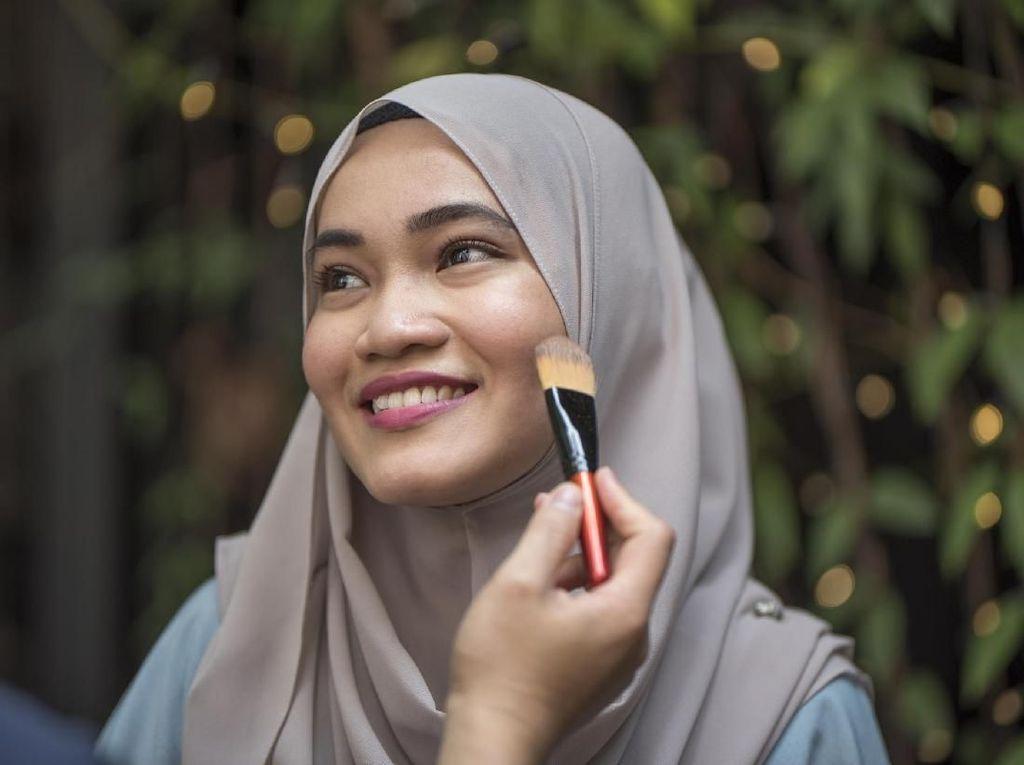 Halal atau Tidak? Ini Kandungan Kosmetik yang Wajib Diwaspadai Muslimah