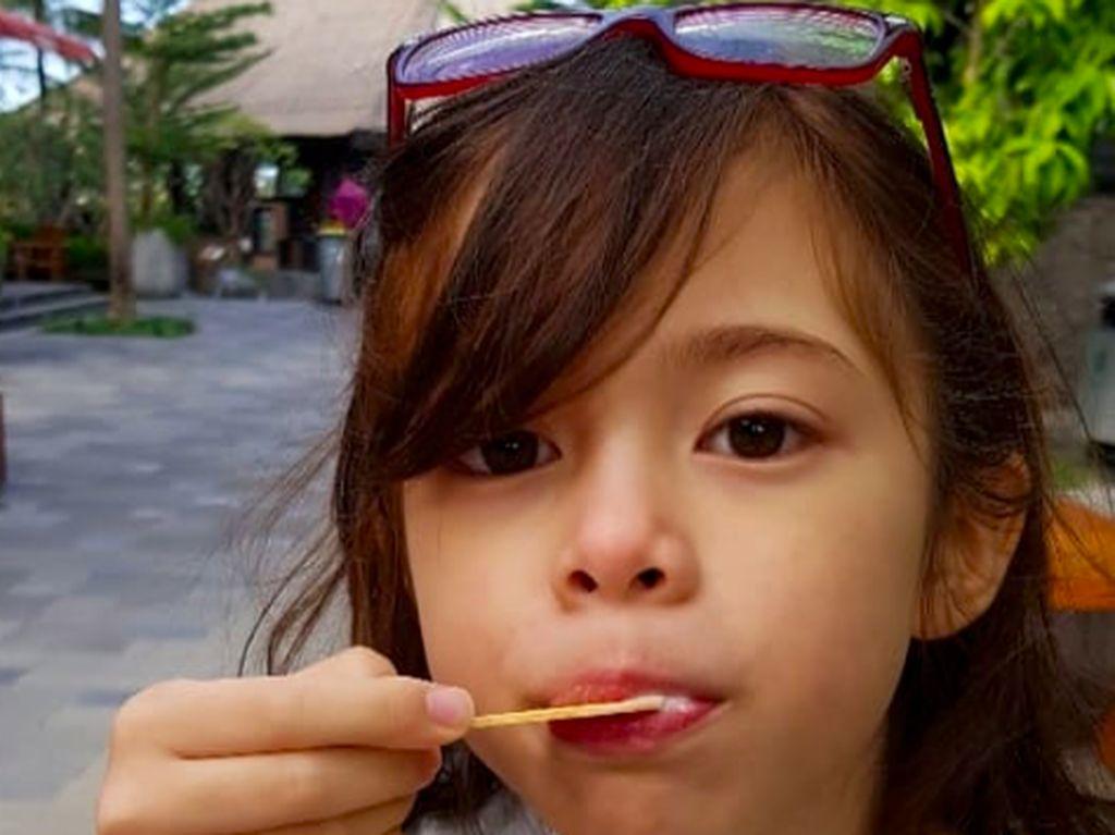 Gaya Kulineran London Abigail, Anak Cantik Wulan Guritno