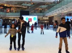 Sambut Lebaran, Grand City Mall Surabaya Hadirkan Wahana Ice Skating