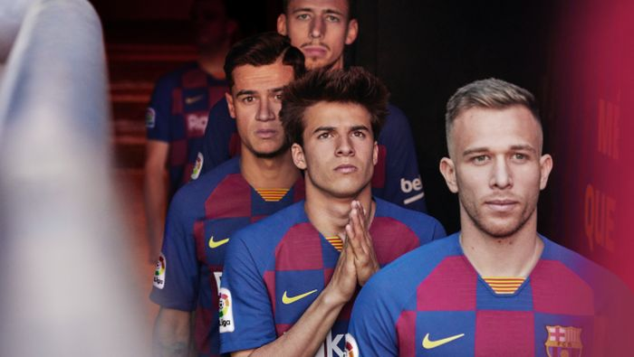 Barcelona masih adem ayem di bursa transfer. Coutinho kabarnya akan dijual (fcbarcelona.com)