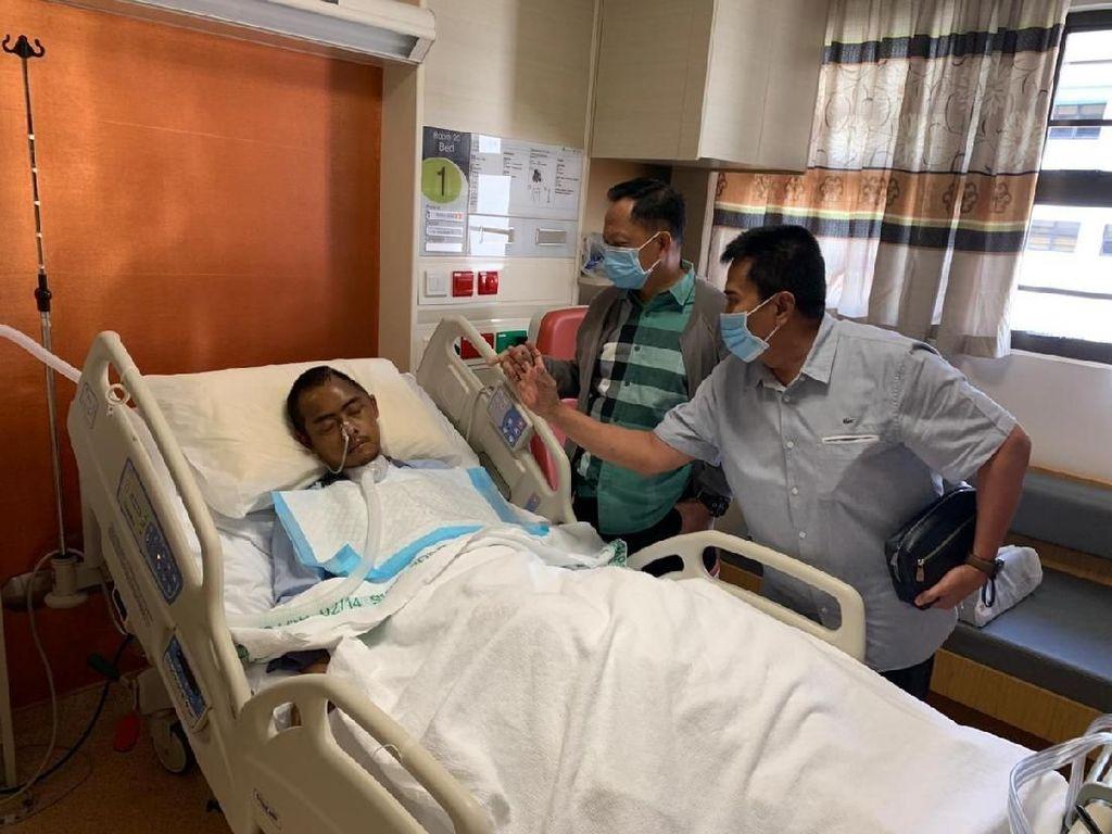 Kapolri ke Singapura, Besuk AKP Aditia Mulya Korban Pengeroyokan Massa