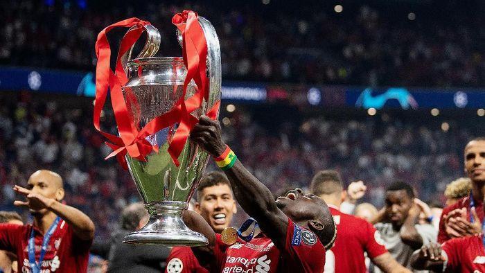 UEFA membuat kompetisi antarklub Eropa ketiga di bawah liga Champions dan Liga Europa (Matthias Hangst/Getty Images)