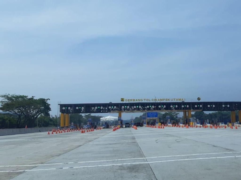 Jelang Larangan Mudik, GT Cikampek Utama Terpantau Lengang
