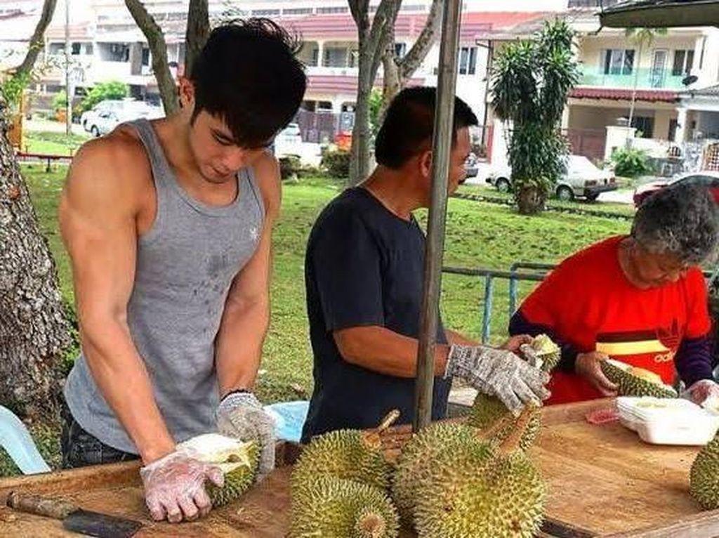 Terkenal Karena Durian, Pria Tampan Ini Tak Bisa Keluar Rumah