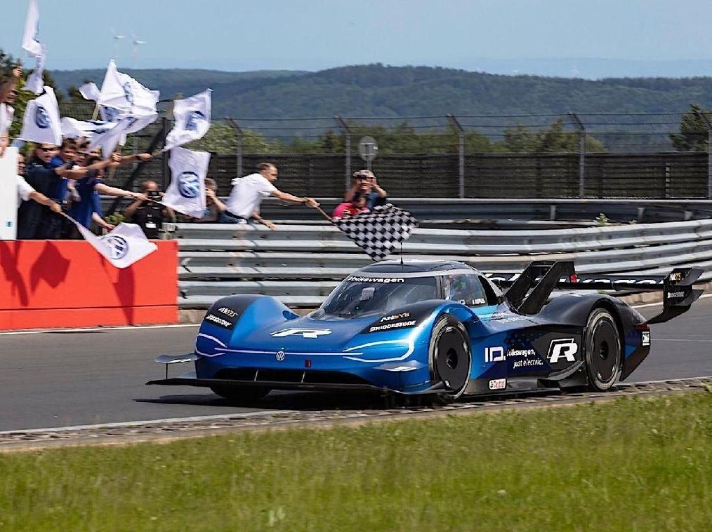 Mohon Maaf Lahir Batin, Ini Mobil Listrik Tercepat di Nurburgring
