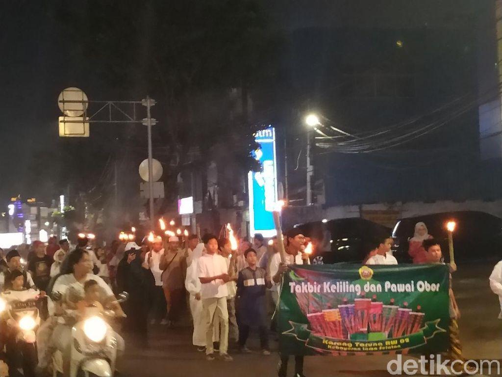 Pawai Obor Meriahkan Malam Takbiran di Kebayoran Lama Jaksel